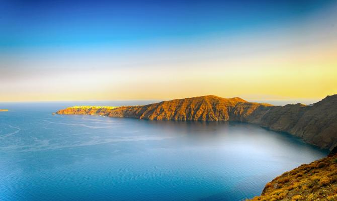 The Best Places to Capture a Timeless Photo of the Santorini Caldera